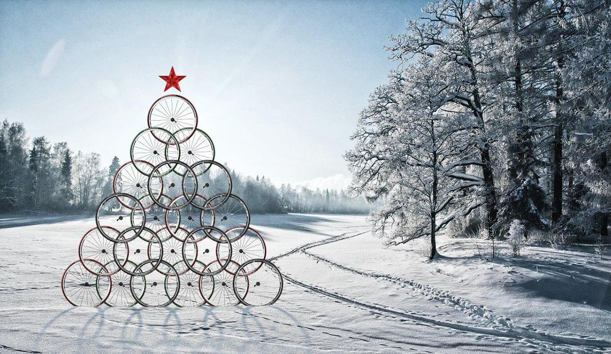 Un Albero di Natale di ruote di bici