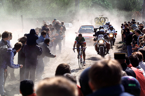 Andrea Tafi alla Parigi-Roubaix 1999