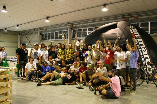 La foto di gruppo del torneo di bike polo Asso di Mazze a Padova