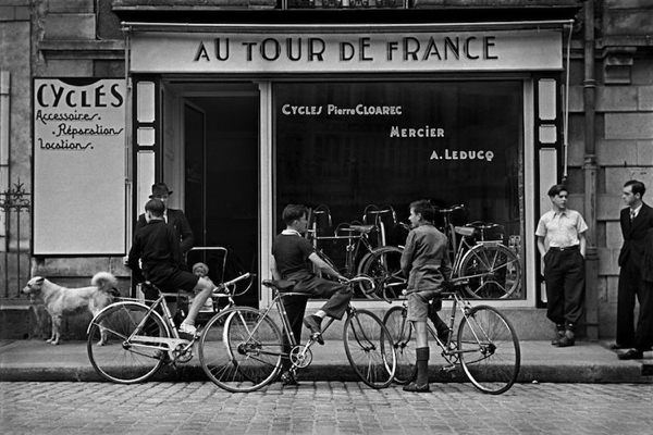 Ciclofficina Au Tour de France fotografata da Capa