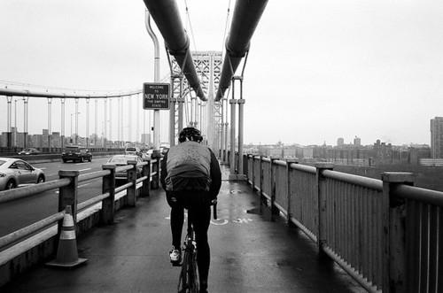 Un ciclista entra a New York