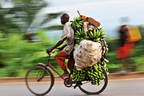La bici come mezzo di trasporto in Burundi