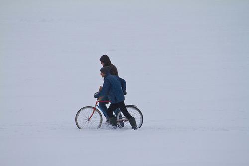 Ciclisti nella neve