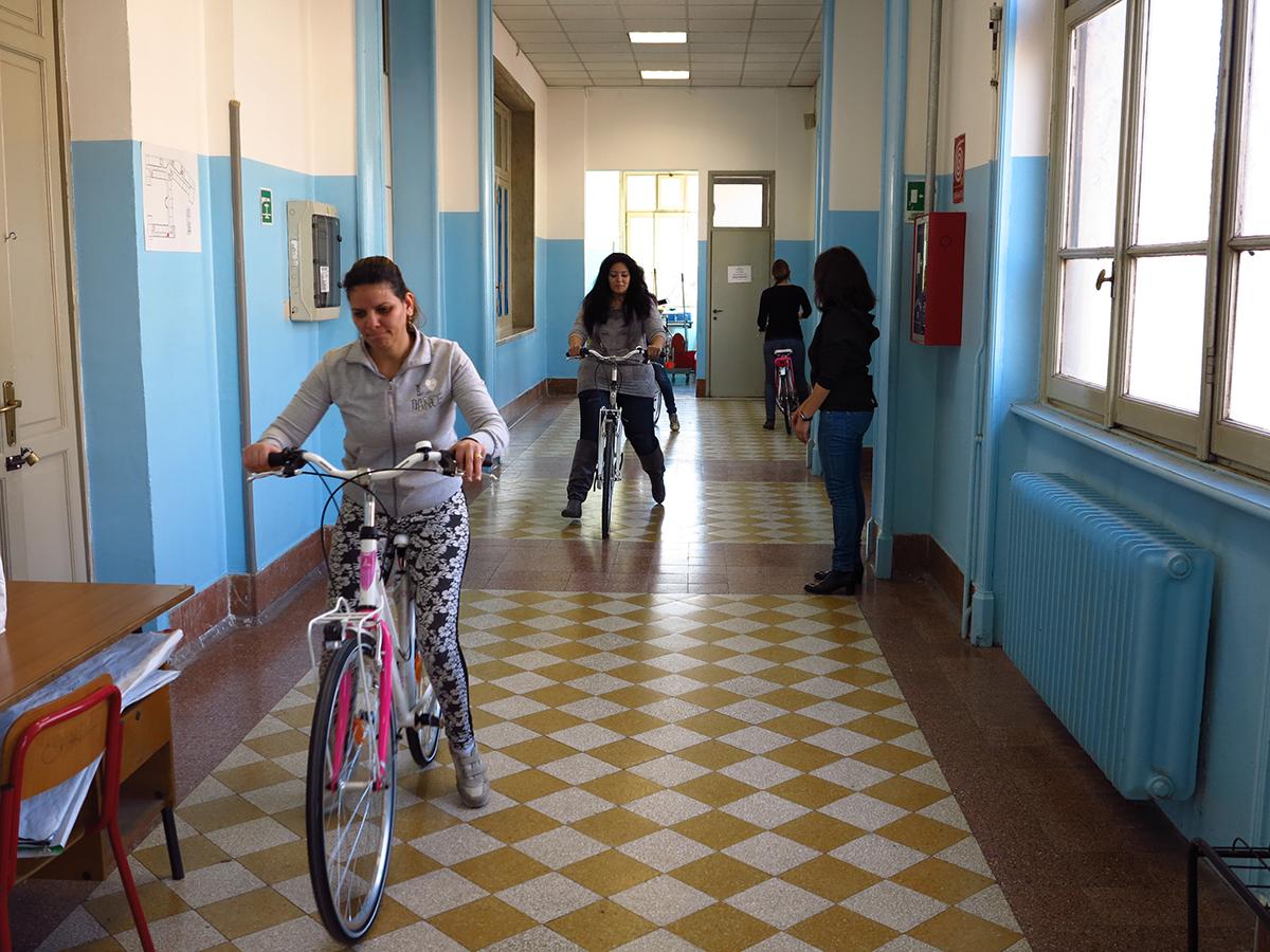 Il corso per imparare ad andare in bicicletta pensato per emancipare le donne