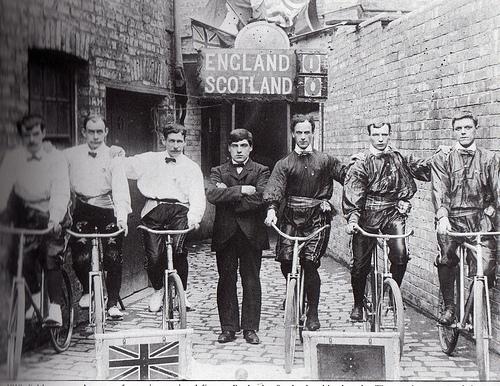 Gara di bike polo ra Inghilterra e Scozia nel 1910