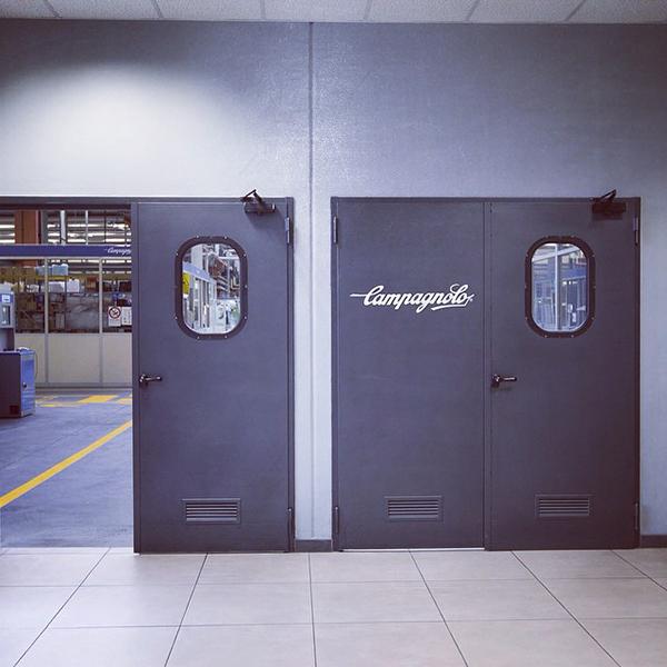 Porte della fabbrica della Campagnolo