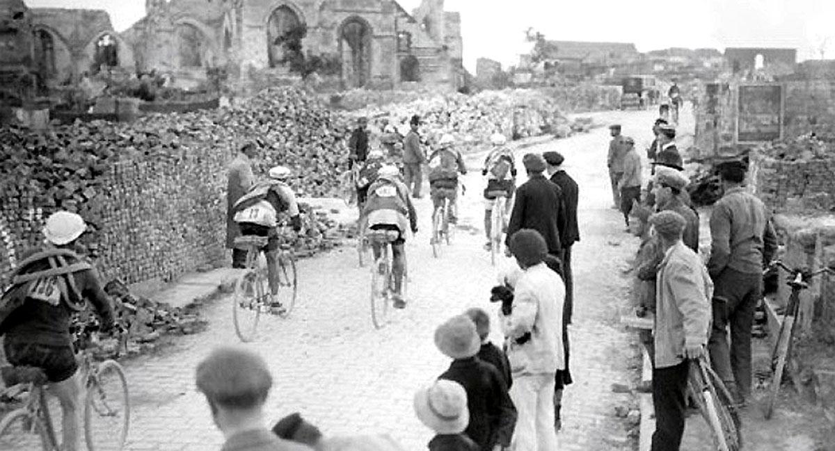 Ciclisti al Giro dei Campi di Battaglia