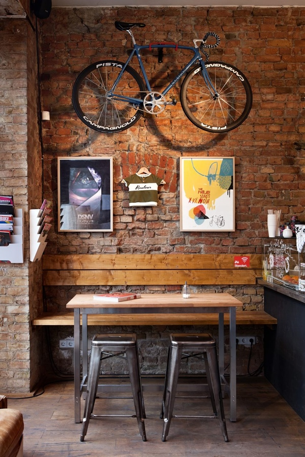 Bici Colossi appesa al muro