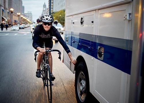 Un bike messenger