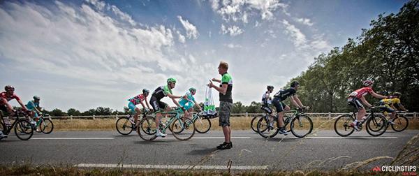 Il rifornimento al Critérium du Dauphiné 2014