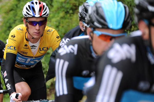 Bradley Wiggins in giallo al Giro del Delfinato