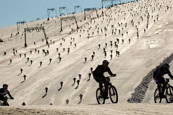 Dowhill dalla pista da sci