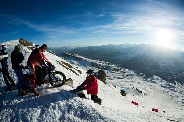 Il chilometro lanciato di Eric Barone con un bici sulle neve