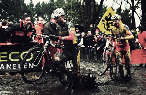 Ciclocross nel fango