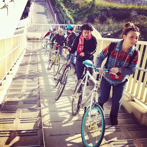 Ciclisti sulle scale