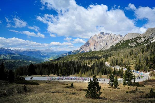 Il Giro 2012 attraversa le Dolomiti