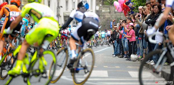 Piccoli tifosi del Giro