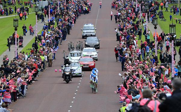 Folla rosa a Belfast durante il Giro 2014