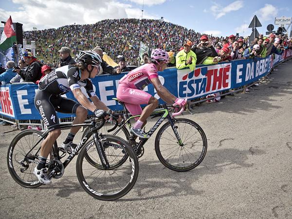 Quintana e Uran nello stadio naturale dello Zoncolan al Giro 2014