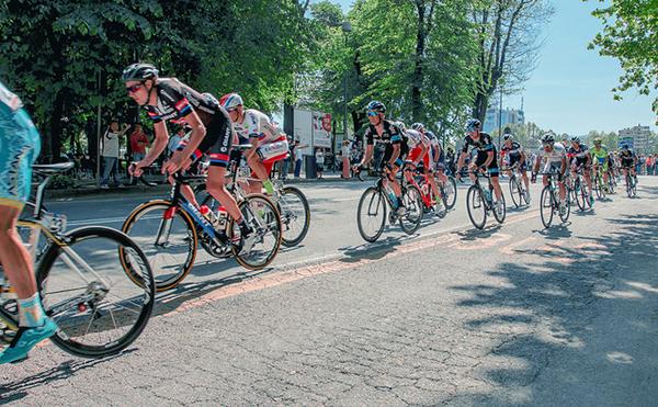 Giro d'Italia 2015, il gruppo a Savona