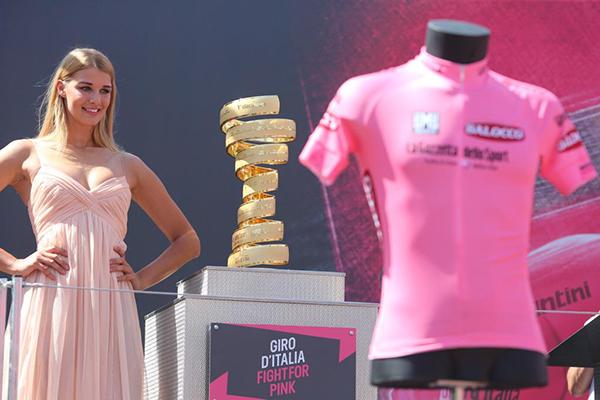 Ragazza bionda, Trofeo senza Fine e maglia rosa al Giro 2015