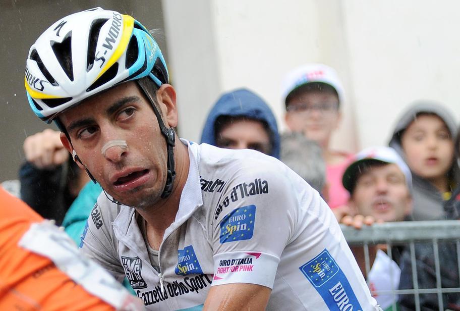 Fabio Aru stremato al Giro 2015