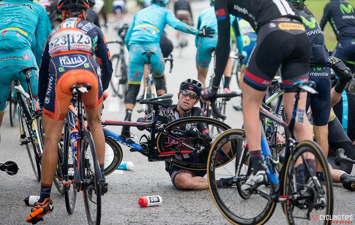 Caduta al Giro d'Italia 2015