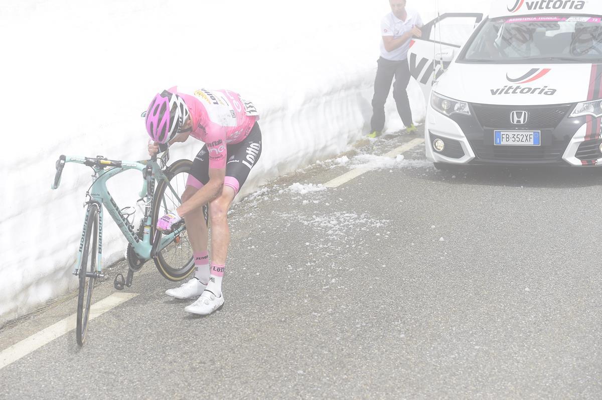 Steven Kruijswijk dopo una caduta al Giro 2016