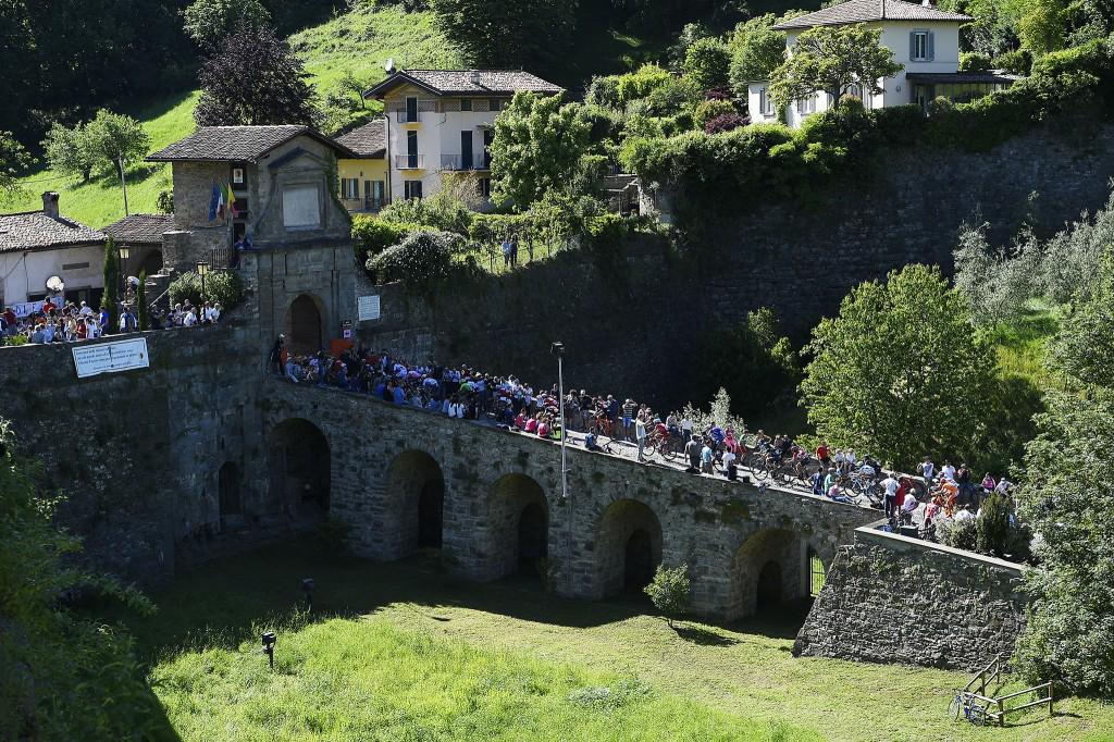 Il Giro 2017 nell'Italia medievale