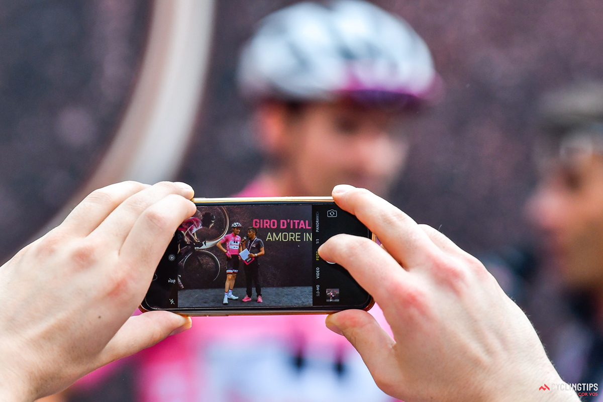 Tom Dumoulin al Giro 2017 ripreso son un iPhone