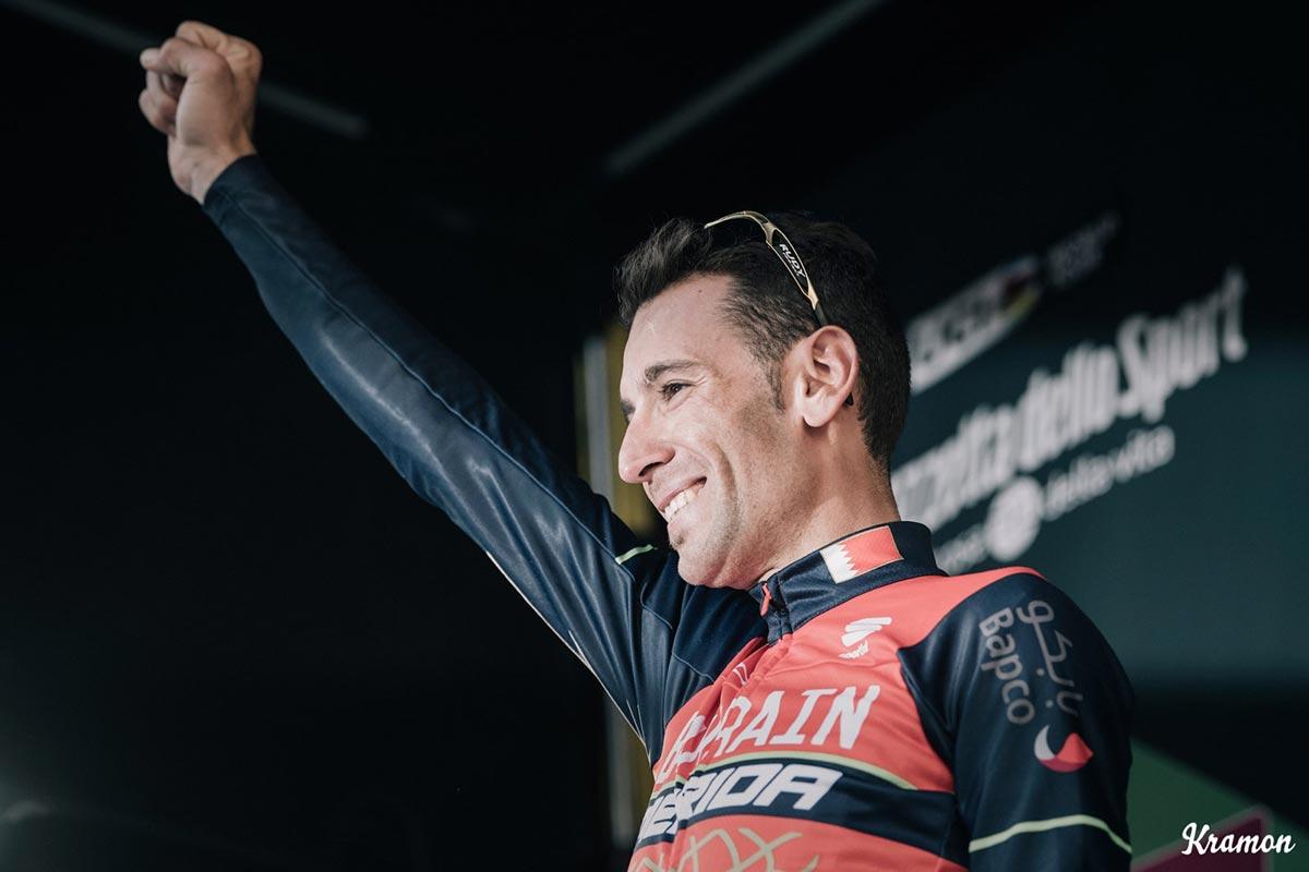 Vincenzo Nibali sul podio de Il Lombardia 2017