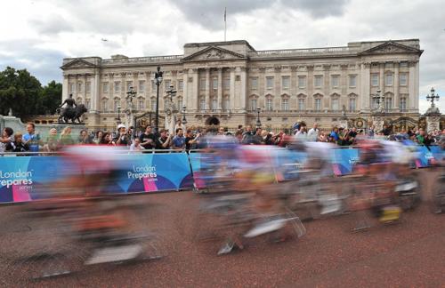 Ciclisti sul percorso olimpico di Londra 2012
