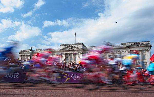Il gruppo davanti a Buckingham Palace