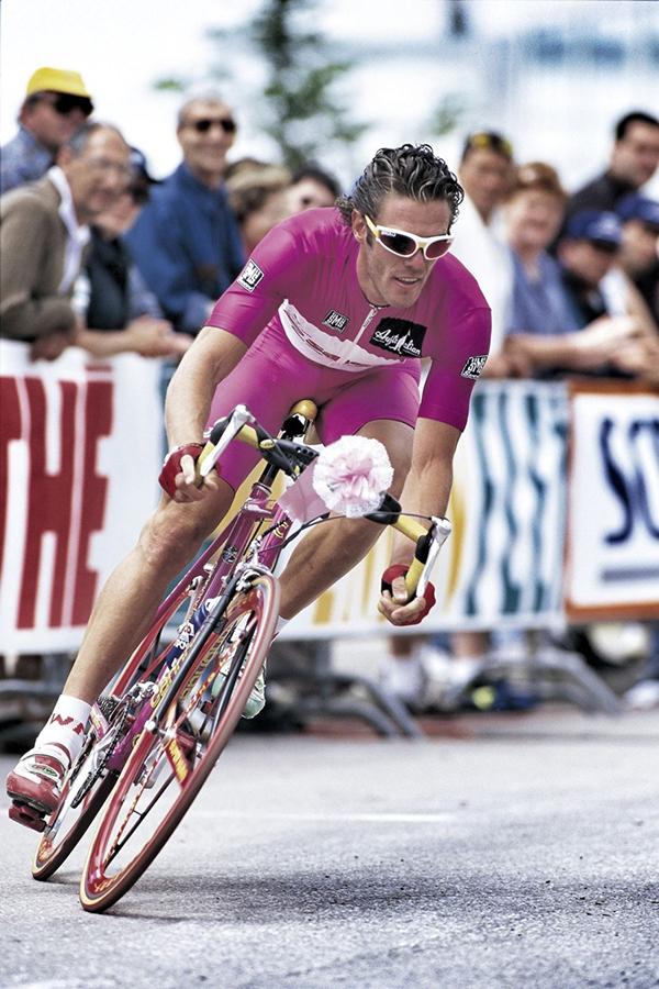 Mario Cipollini in maglia ciclamino