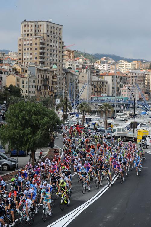 La Milano-Sanremo sotto la Torretta a Savona