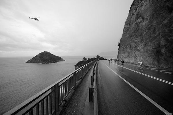 Il passaggio da Bergeggi alla Milano-Sanremo 2014