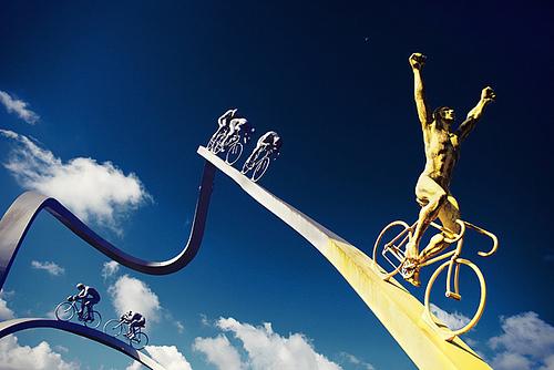 Il monumento al Tour de France a Ger