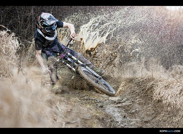 Mountain bike nel fango