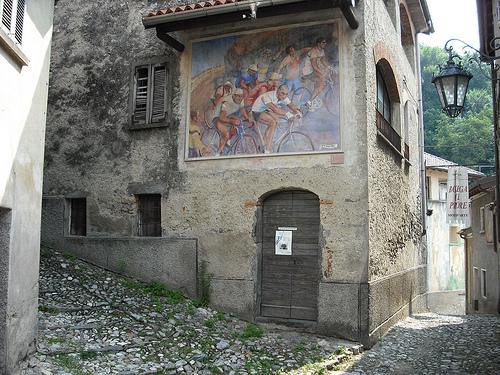 Murales con ciclisti