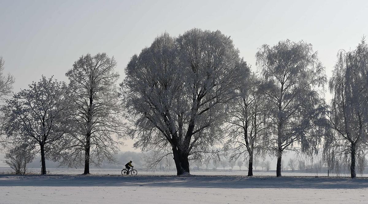 Un ciclista tra la neve di Eichenau