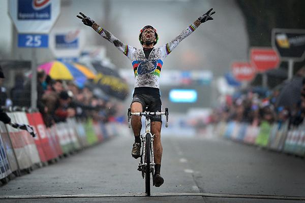 Niels Albert vince l'Azencross
