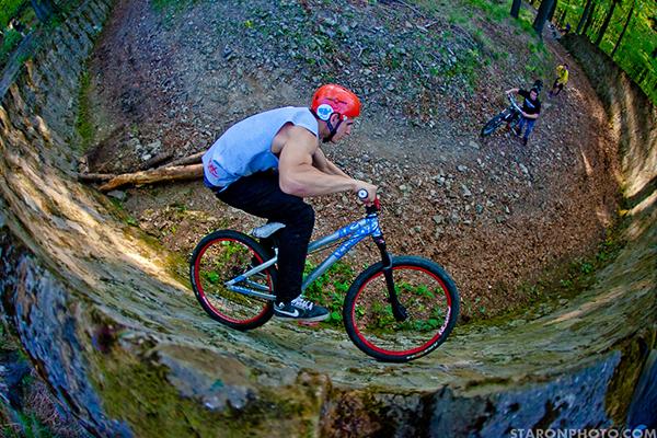 BMX sulla parabolica