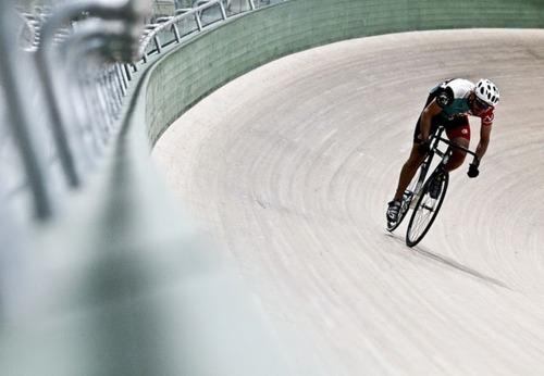 Ciclista su pista