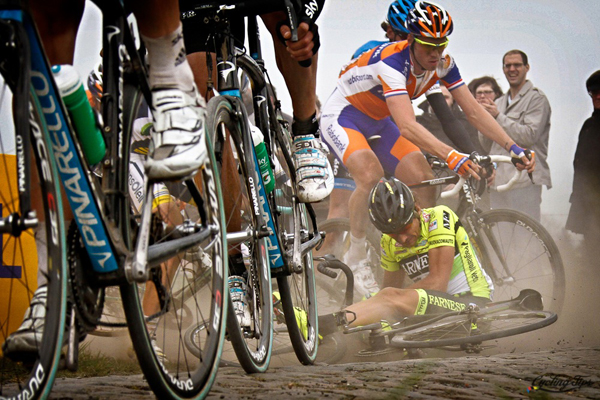 Le cadute alla Parigi-Roubaix