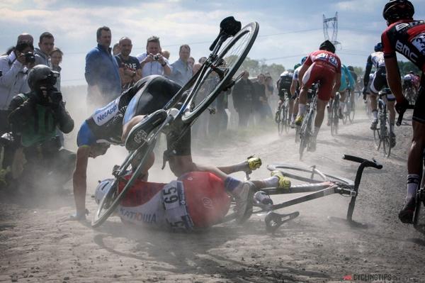 Caduta alla Parigi-Roubaix 2014