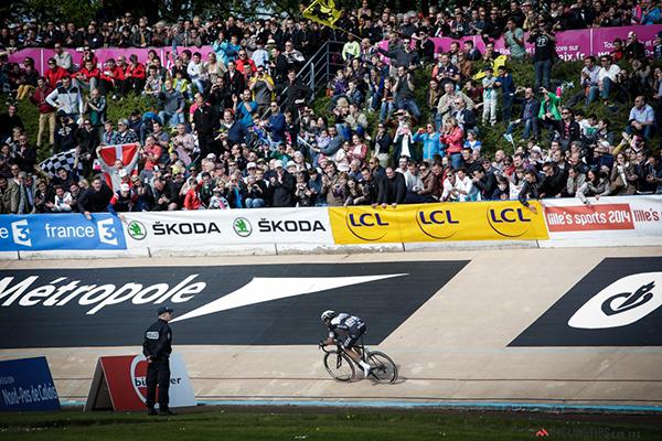 Niki Terpstra nel velodromo alla Parigi-Roubaix 2014