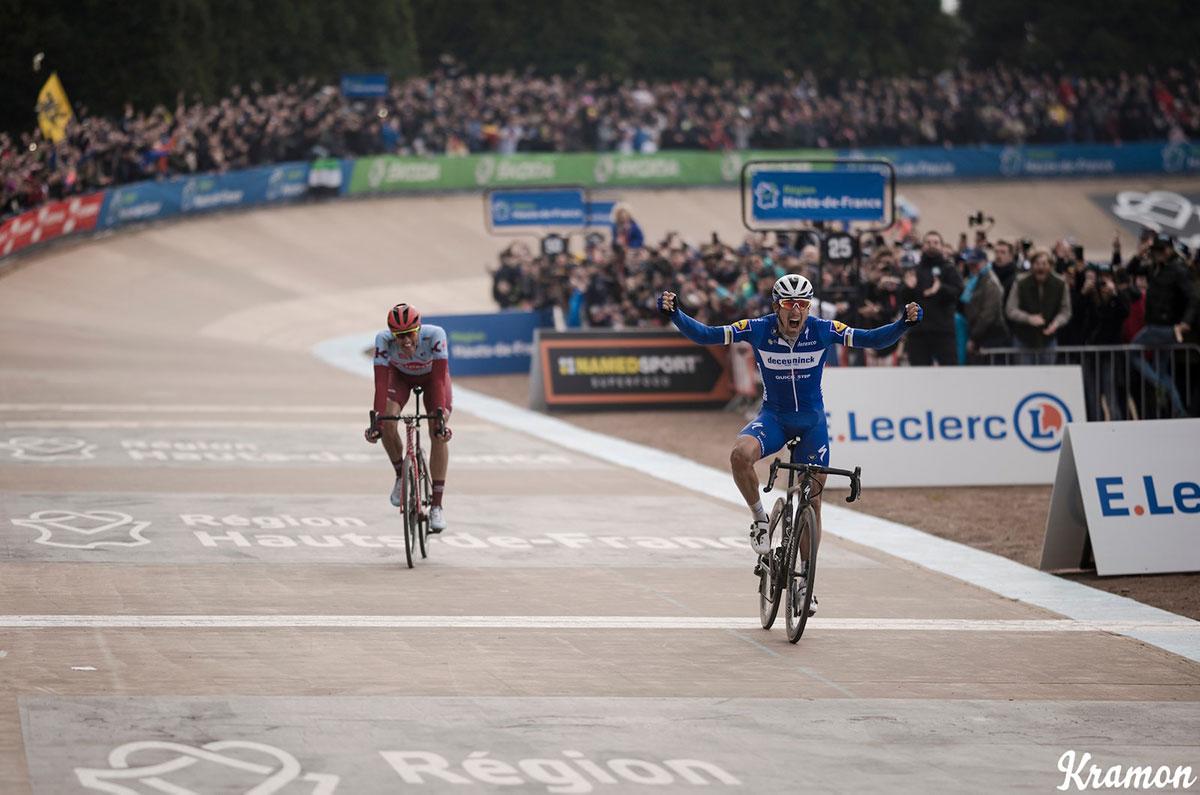 Gilbert sul traguardo della Parigi-Roubaix 2019
