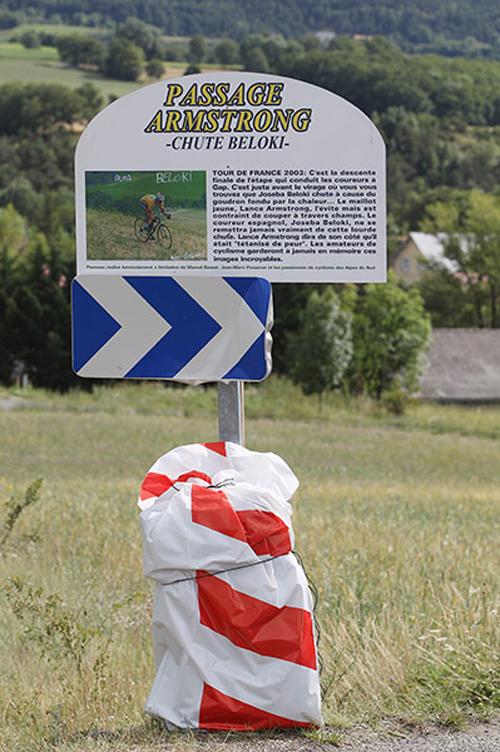 Il cartello che segnala il Passage Armstrong