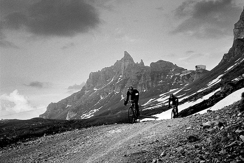 In bici sulle strade delle Dolomiti