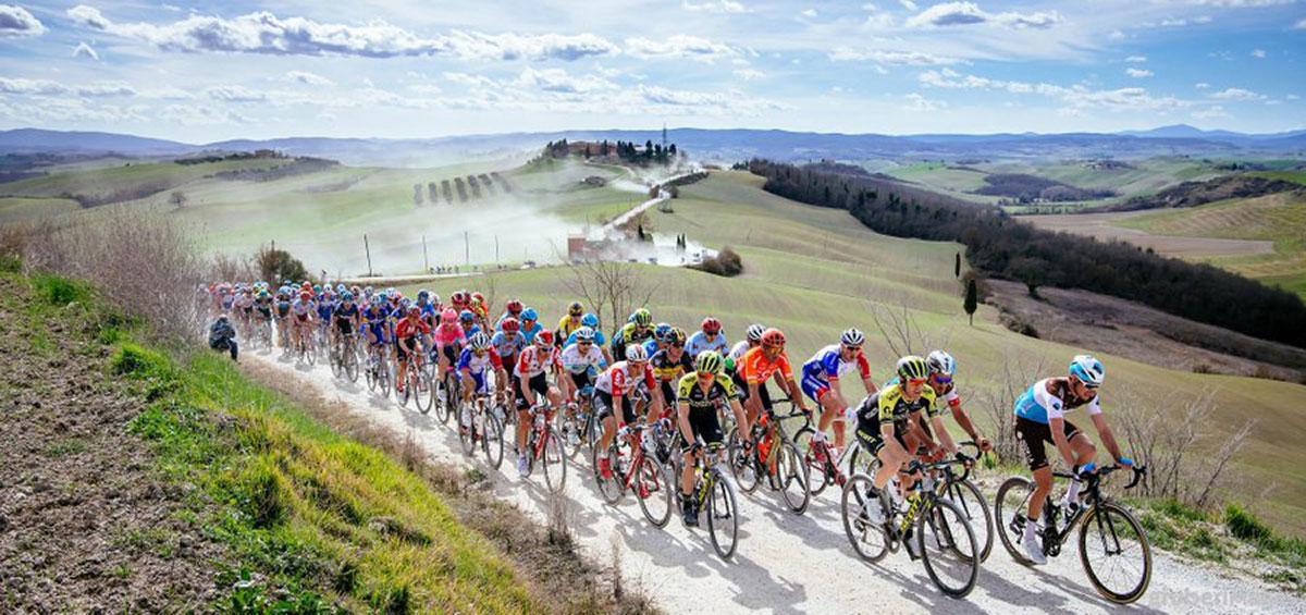 Ciclisti alla Strade Bianche 2019
